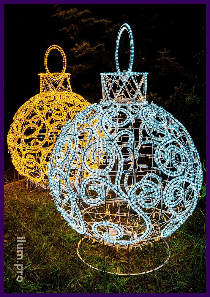 Алюминиевый каркасный шар в форме ёлочной игрушки с гирляндами белого и тёпло-белого цвета