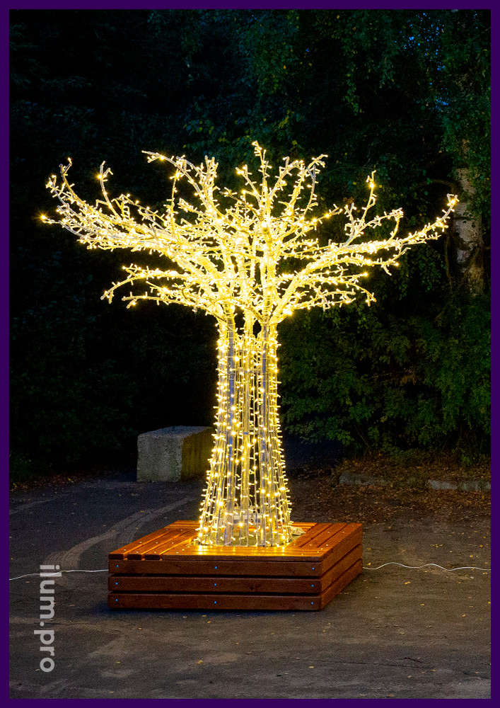 Небольшое светодиодное дерево из алюминиевого каркаса и гирлянд со скамейкой