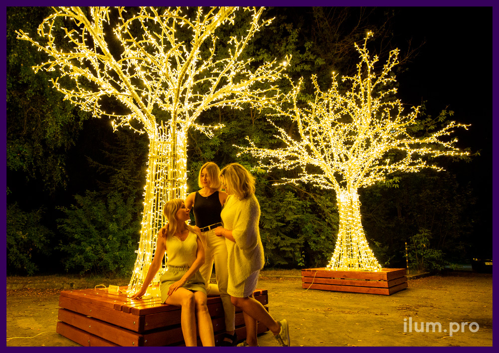 Фотозона со светодиодными деревьями и скамейками для украшения территории