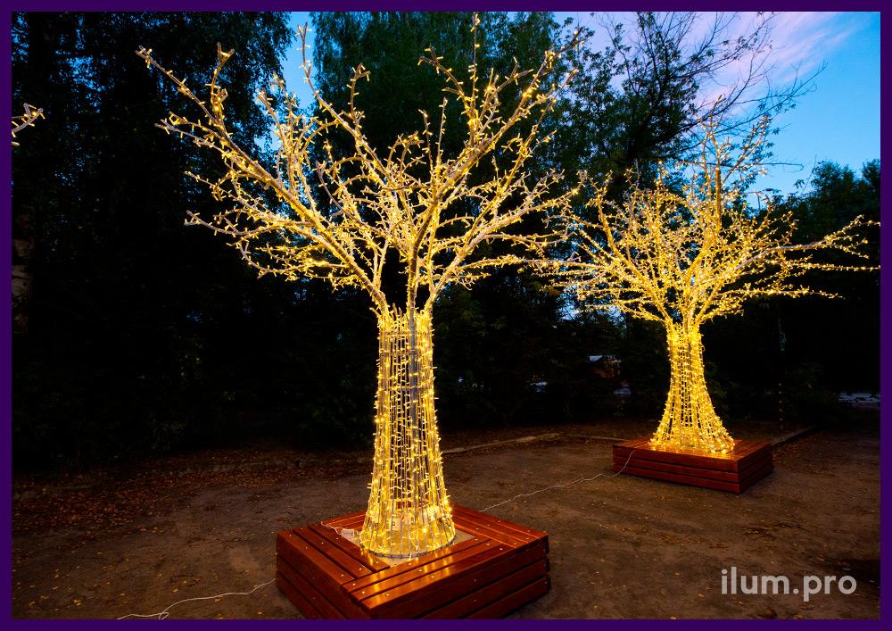 Дерево из гирлянд тёпло-белого цвета с алюминиевым каркасом и скамейкой