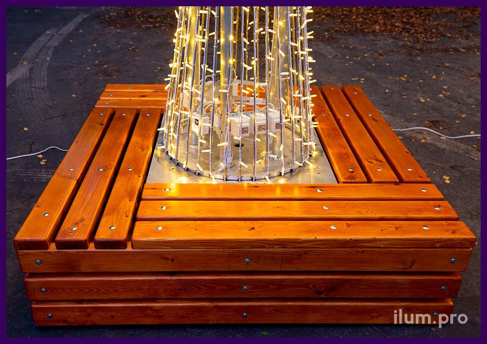 Дерево металлическое с деревянной скамейкой, подсветка уличными гирляндами 24 В