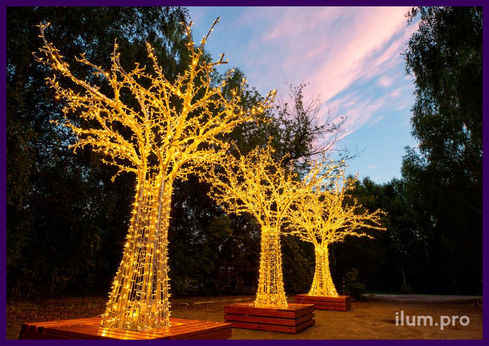 Светодиодные деревья из гирлянд и алюминиевого каркаса со скамейкой