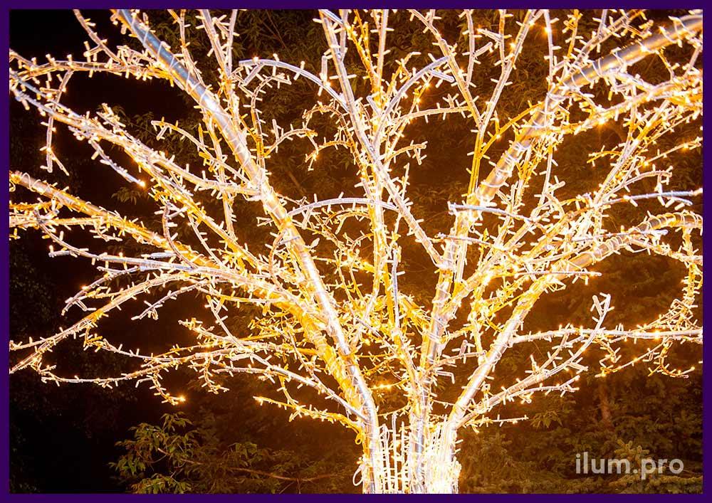 Деревья из алюминиевого каркаса и гирлянд, основания со скамейками