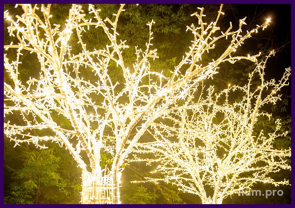 Украшение территории светодиодным деревом с гирляндами на алюминиевом каркасе