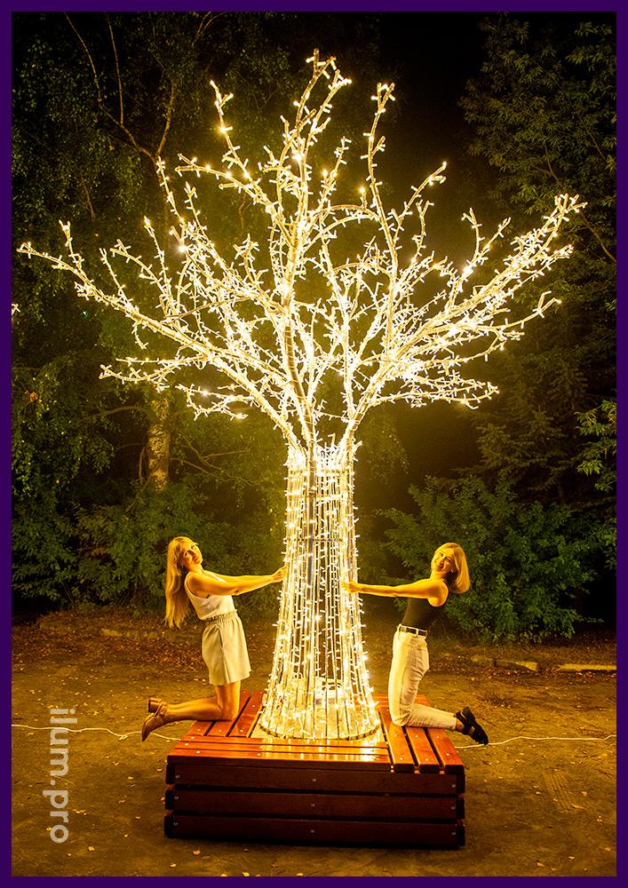 Дерево со светодиодными гирляндами и каркасом из нержавеющего алюминиевого сплава
