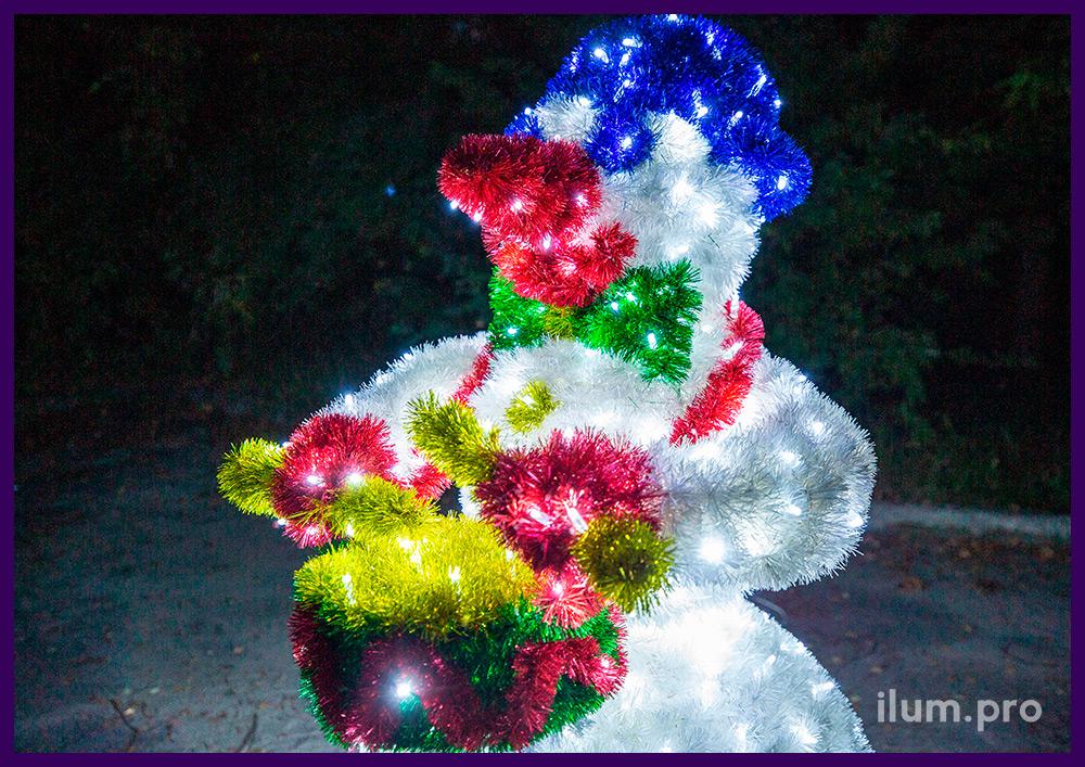 Снеговик-барабанщик из мишуры и гирлянд на прочном и лёгком алюминиевом каркасе