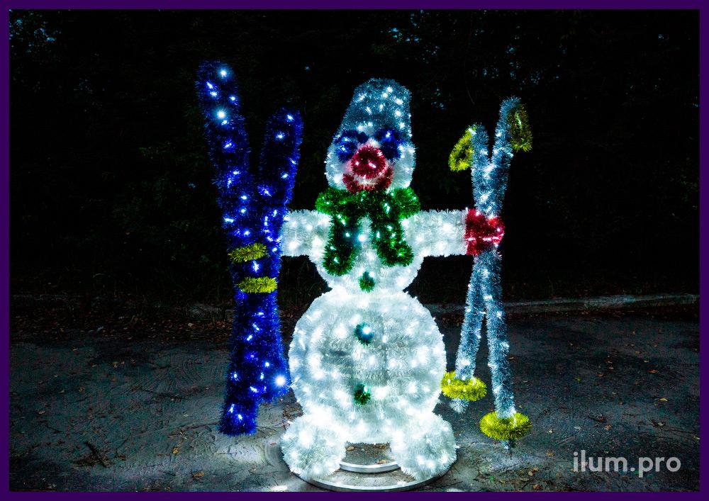 Снеговик из гирлянд и мишуры, светодиодные декорации для украшения улицы
