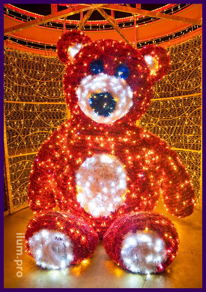 Медведь из гирлянд и пушистой мишуры в подарочной коробке из гирлянд и дюралайта
