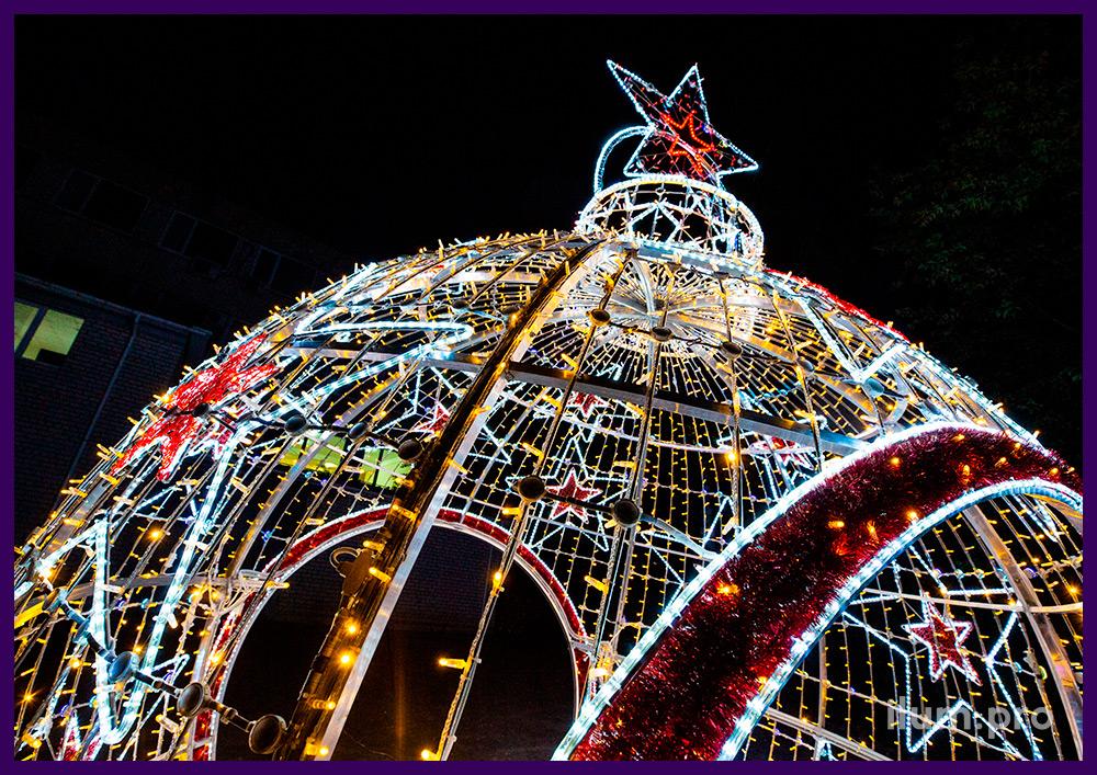 Ёлочная игрушка - уличная арка на Новый год со звёздами и разноцветными гирляндами