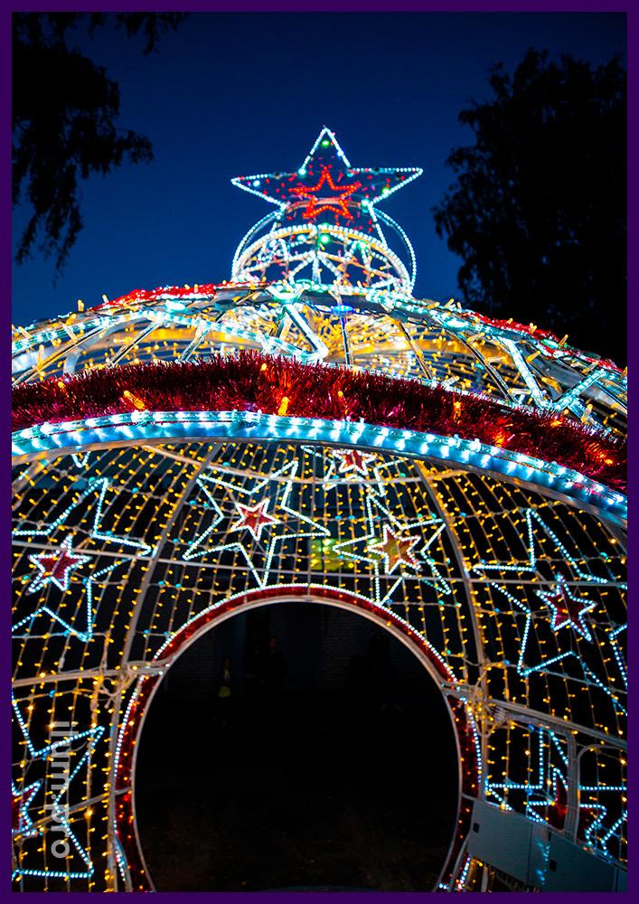 Новогодняя арка из металла и светодиодной иллюминации в форме ёлочной игрушки со звёздами