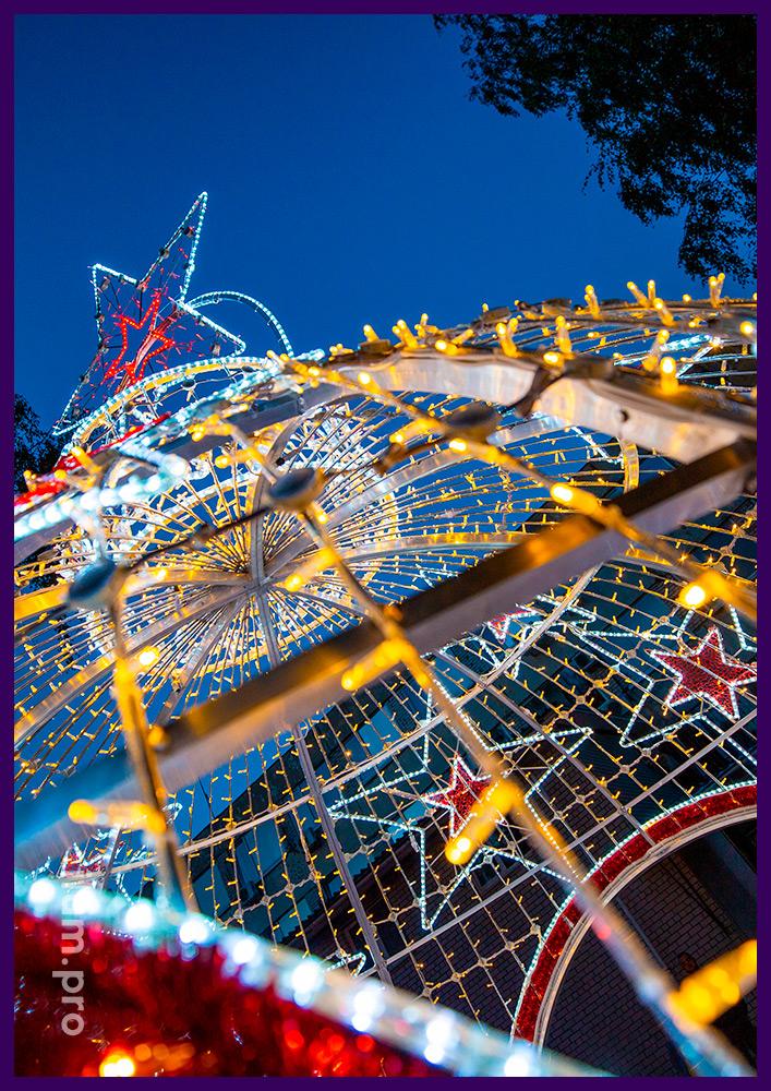 Шар в форме ёлочной игрушки, меняющий цвет -арка для площади на Новый год