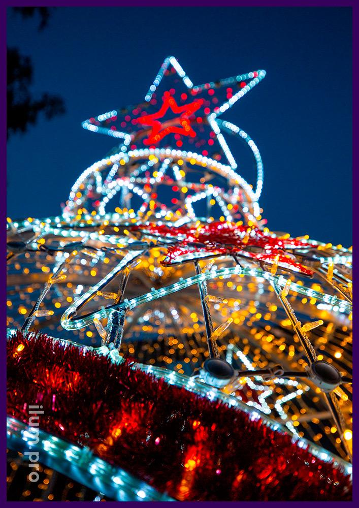 Новогодние декорации для украшения городов - арка в форме ёлочной игрушки с подсветкой