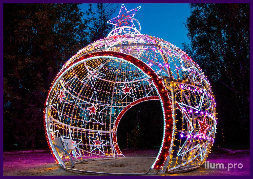 Новогодняя арка из гирлянд и дюралайта - декорации в форме ёлочных игрушек со сменой цвета