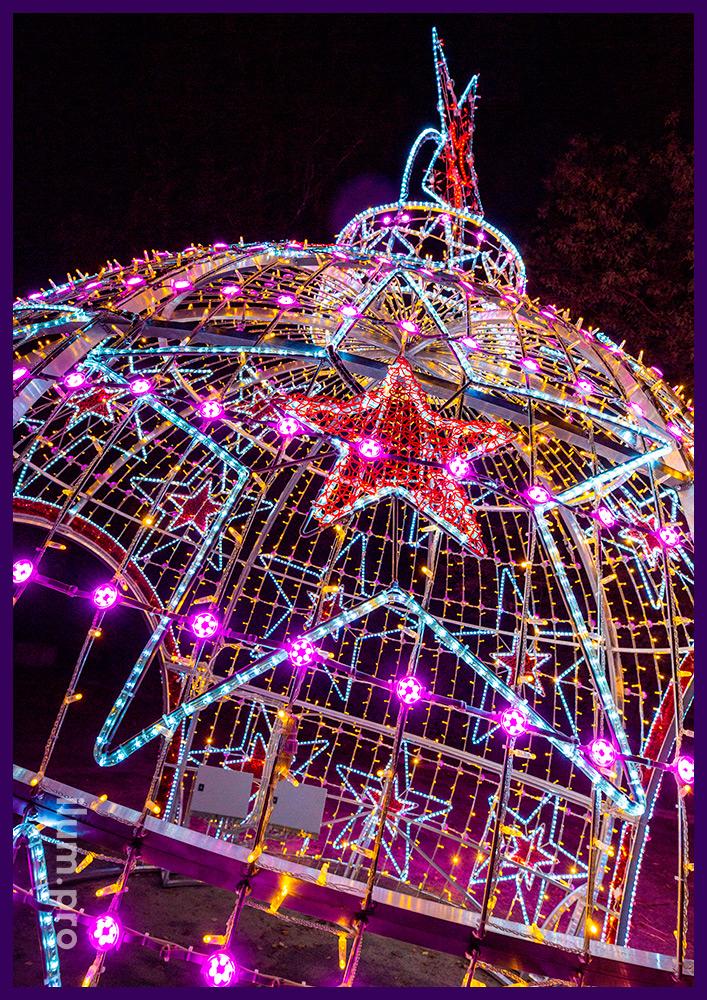 Украшение площади светящимся шаром с разноцветными модулями, гирляндами, дюралайтом и мишурой
