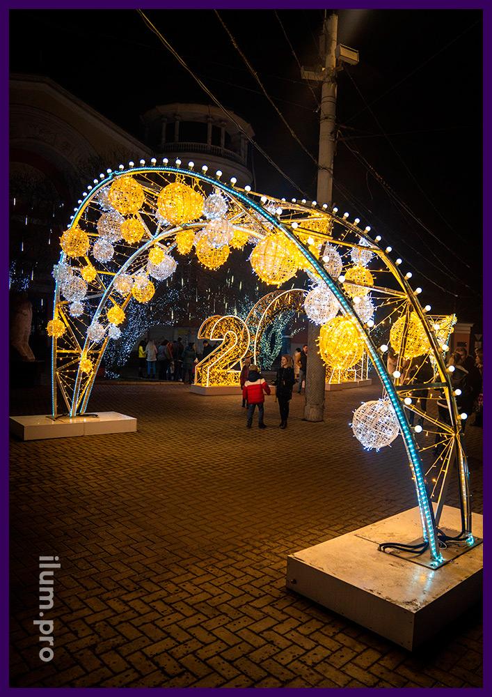 Арка с гирляндами в Крыму, украшение города на Новый год и другие праздники