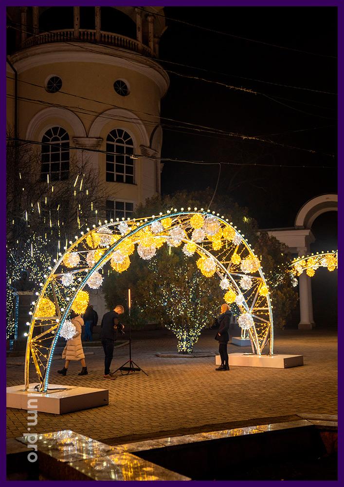 Украшение города Симферополь к Новому году светодиодными арками с гирляндами