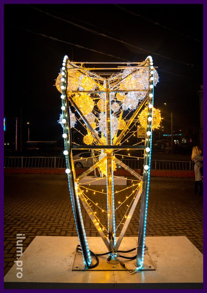 Новогодние украшения в Крыму - арки из гирлянд и лампочек на металлическом каркасе