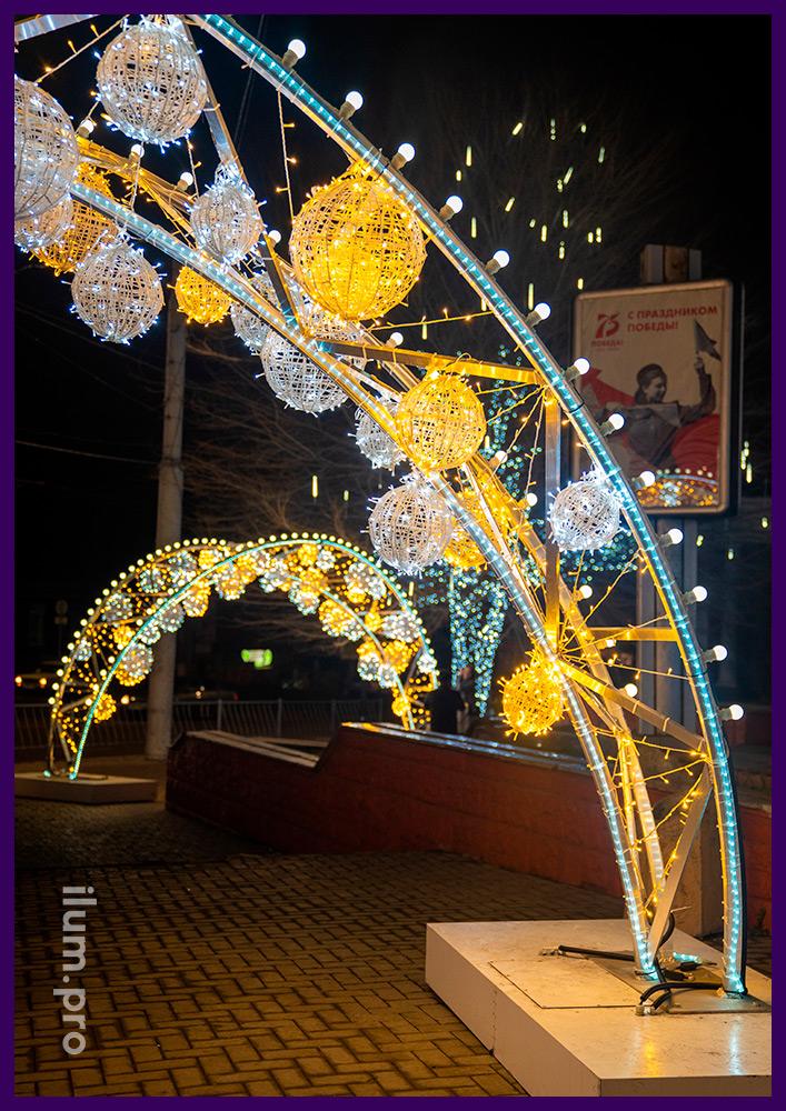 Декорирование территории на Новый год, украшение площади в Симферополе арками из гирлянд