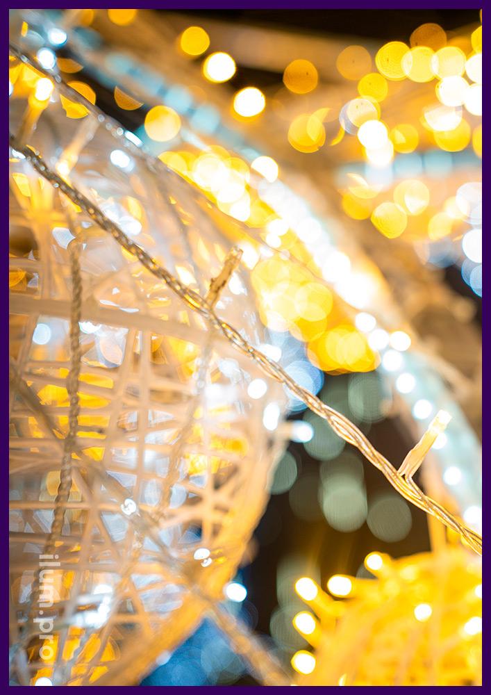 Украшение площади в Симферополе светодиодными арками на Новый год